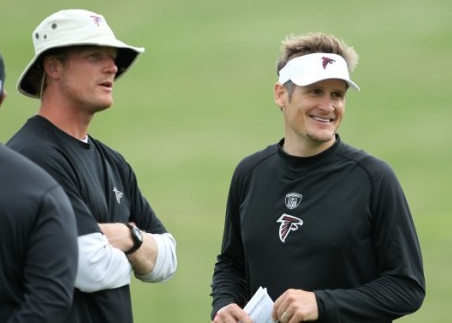 Les Snead (left) talks with Falcons GM Thomas Dimitroff
